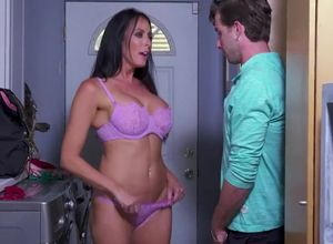 Pornstar Reagan Foxx takes young..