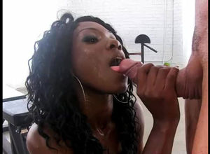 Sultry ebony stunner gives sexy..
