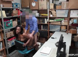 Shoplyfter ebony slut banged